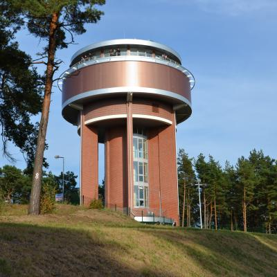 Wieża wodna z tarasem widokowym na Wyspie Sobieszewskiej