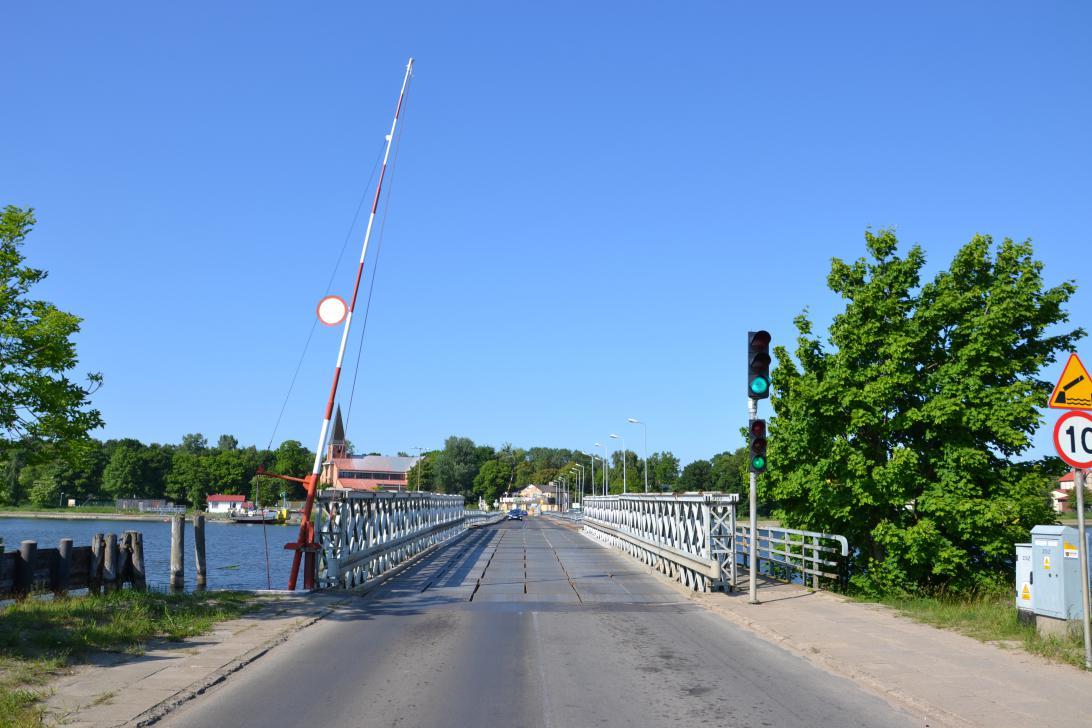 Wjazd na most Sobieszewski od strony stałego lądu