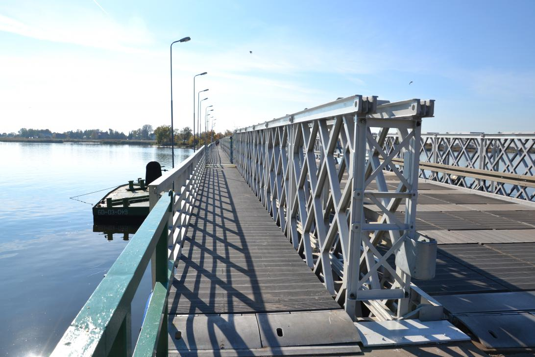 Wydzielone przejście dla pieszych przez most