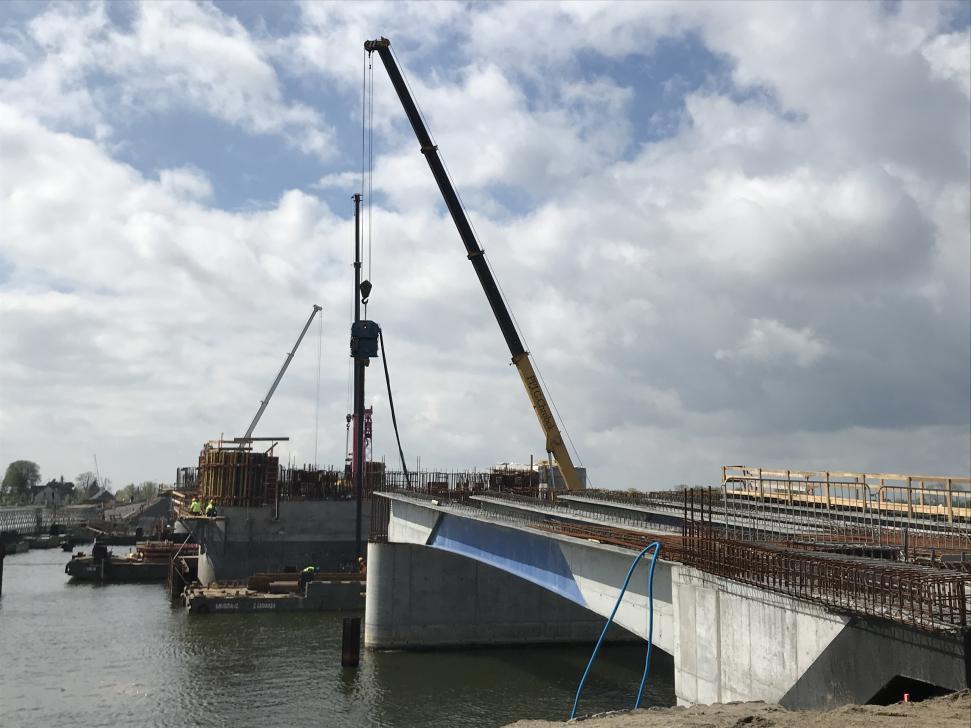 Budowa nowego mostu na Martwej Wiśle w Sobieszewie (stan kwiecień 2018)