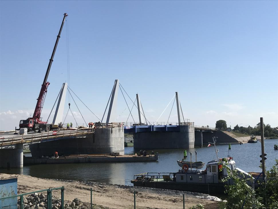 Budowa nowego mostu na Martwej Wiśle w Sobieszewie (stan lipiec 2018)