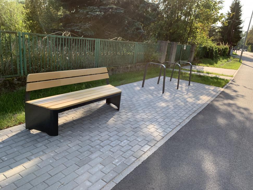 Przy ścieżce rowerowej zlokalizowano miejsca do odpoczynku