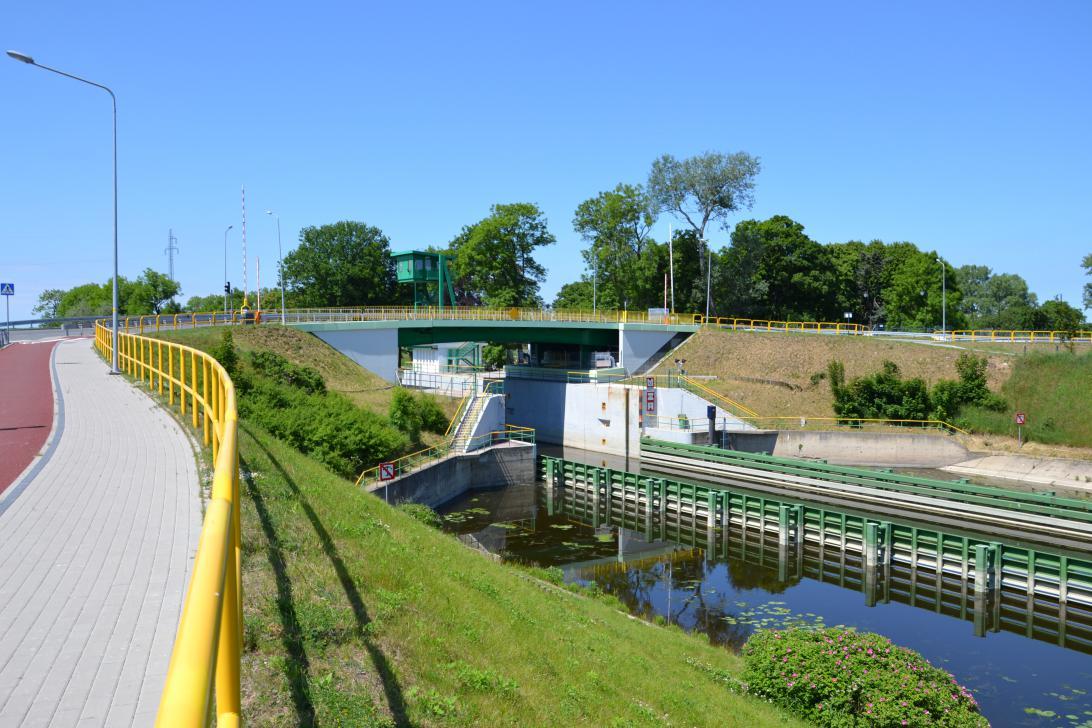 Most w Przegalinie z oddali