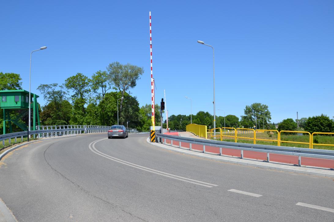 Wjazd na most w Przegalinie od strony Błotnika