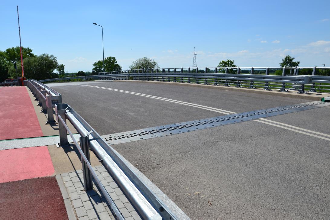 Most w Przegalinie - widok na przęsło zwodzone