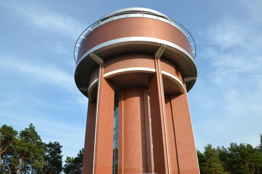 Kształt i kolorystyka zbiornika wodnego zostały wybrane przez mieszkańców Wyspy Sobieszewskiej w głosowaniu internetowym