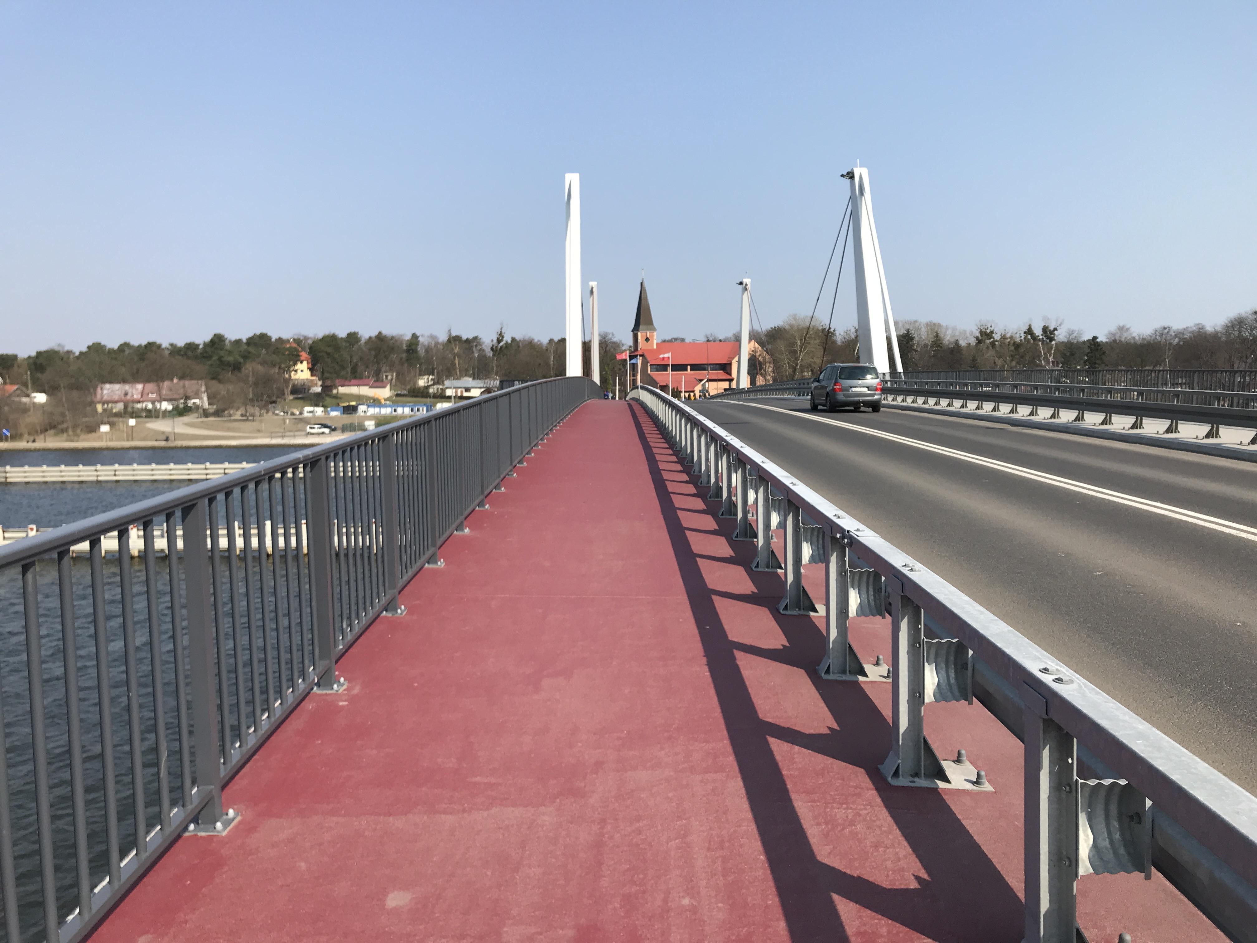 Nowy most Sobieszewski wybudowany w 2018 roku - ścieżka rowerowa na moście