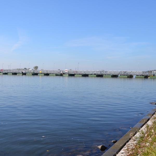 Stary most Sobieszewski (nieistniejący) - widok z brzegu Wyspy Sobieszewskiej