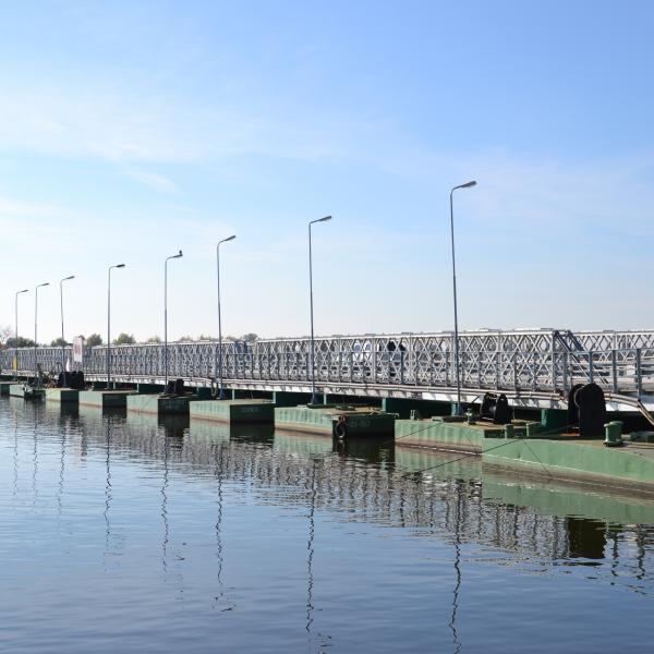 Stary most Sobieszewski (nieistniejący) - był najdłuższym mostem pontonowym w Polsce
