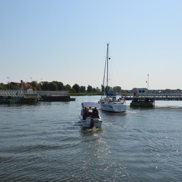 Stary most Sobieszewski (nieistniejący) - otwarcie mostu dla jednostek pływających