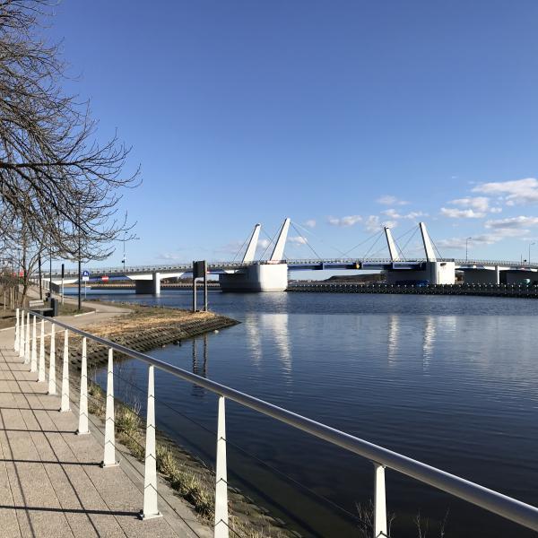 Nowy most Sobieszewski wybudowany w 2018 roku - widok z promenady nad Martwą Wisłą
